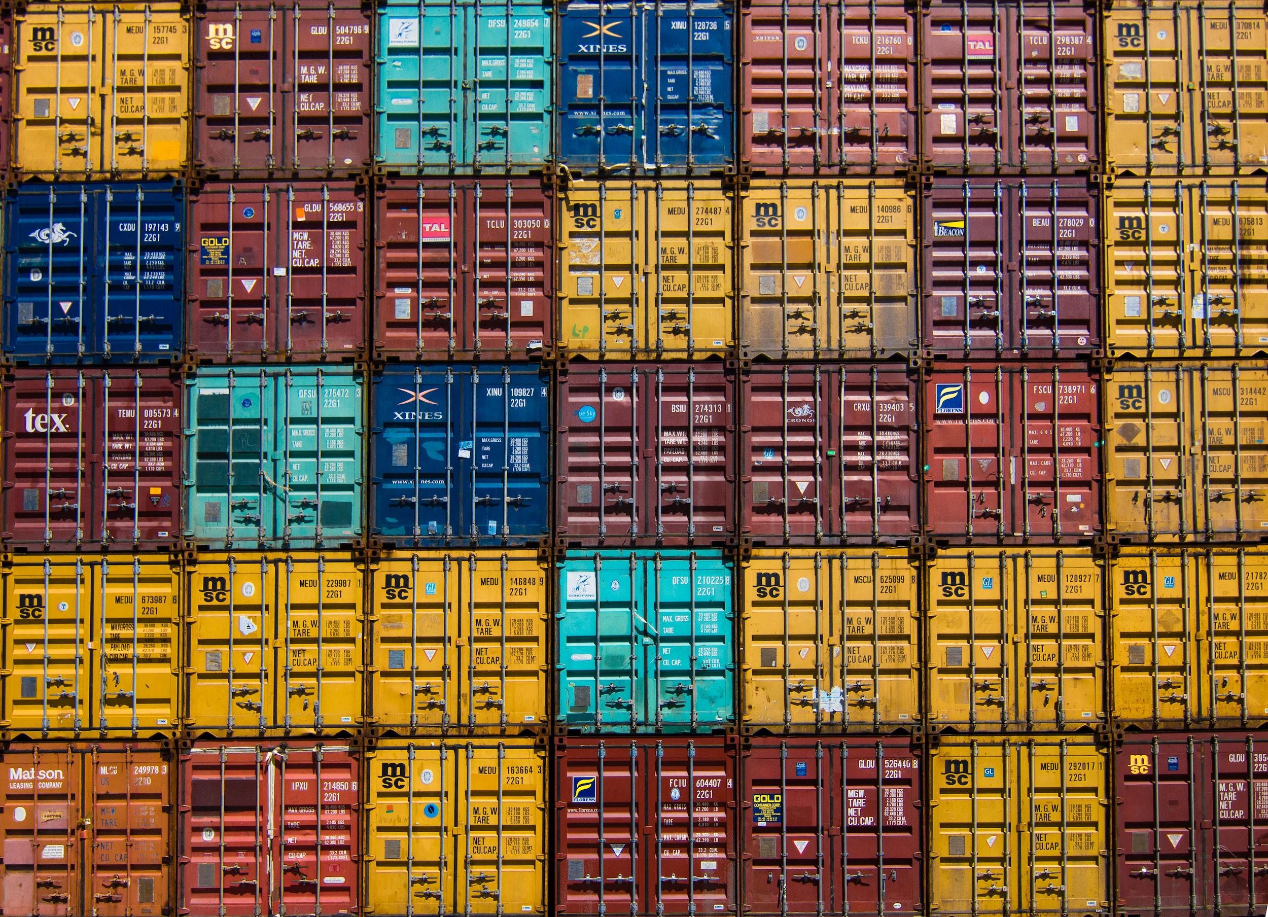 Kontenery morskie transportowe – zalety i wady
