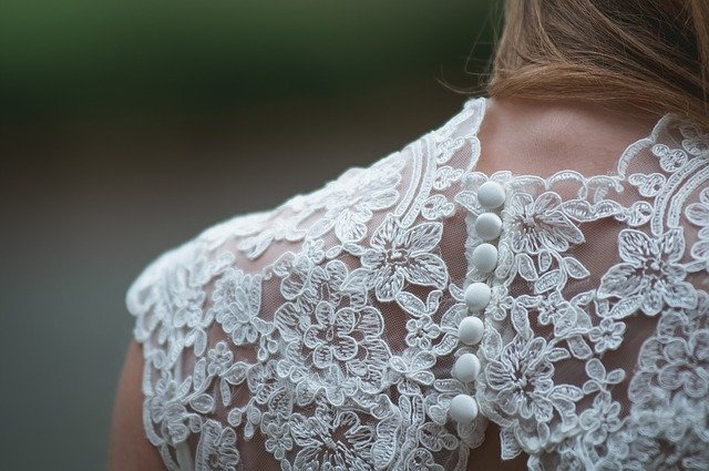 Jak dobrać sukienkę koronkową do sylwetki?